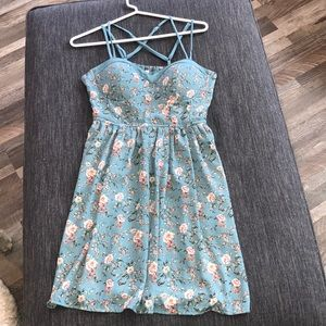 Dresses & Skirts - Cute strappy sundress